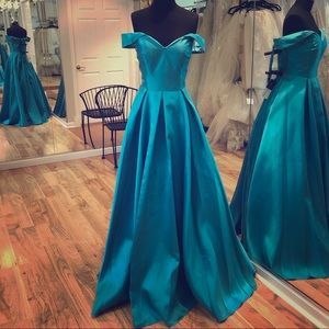 Dresses & Skirts - Formal ball gown